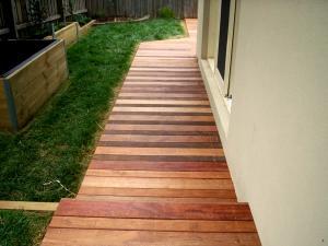 Retaining timber wall in courtyard garden